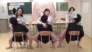 โป๊ เอวีญี่ปุ่น18+ เอวี18+ เย็ดนักเรียนชาย เพศศึกษา