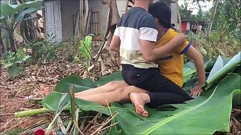 แอบเย็ดข้างบ้าน เสียวหี เย็ดใต้ต้นกล้วย เย็ดหีเวียดนาม เย็ดบนในตอง