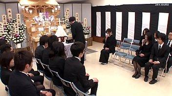โป๊xxx แอ่นหี แม่ม่ายญี่ปุ่น เอากัน เย็ดในงานศพ