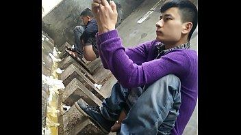 แอบถ่ายในห้องน้ำจีน แอบถ่ายผู้ชายนั่งเยี่ยว แอบถ่ายตอนอุจจาระ แอบถ่ายควยผู้ชายจีน นั่งขี้