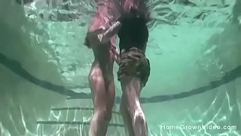 ในสระว่ายน้ำ เล้าโลม เลียหี เลสเบี้ยนฝรั่ง เย็ดใต้น้ำ