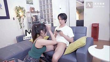 โล้หี แอบเย็ดเมียน้องชาย แนวครอบครัว แตกใน เล่นเกมส์เย็ด
