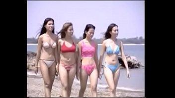 โหนกหี เย็ดแบบโฟร์ซั่ม เย็ดหีสี่สาว เย็ดสาวไทย เย็ดริมหาด