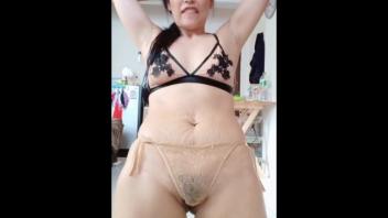 โหนกหีใหญ่ แอ่นหี เต้นแก้ผ้า หีไทย หีสาวใหญ่
